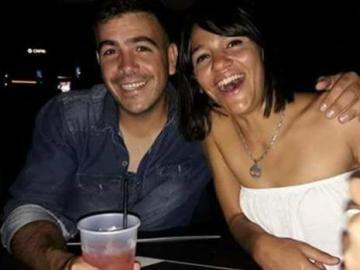 Alfredo Tucurmán posa con su esposa, acusada de su homicidio