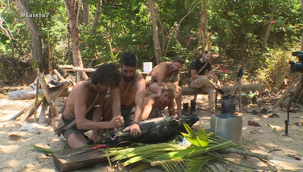 Los aventureros destripan al jabalí