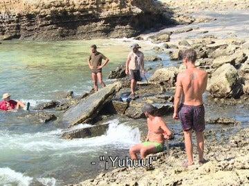 Los aventureros tratan de coger ostras en La Isla