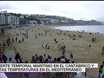 Fuerte temporal marítimo en el Cantábrico mientras que en el Mediterráneo experimentan altas temperaturas