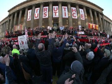Miles de personas pidieron justicia en Liverpool el pasado abril