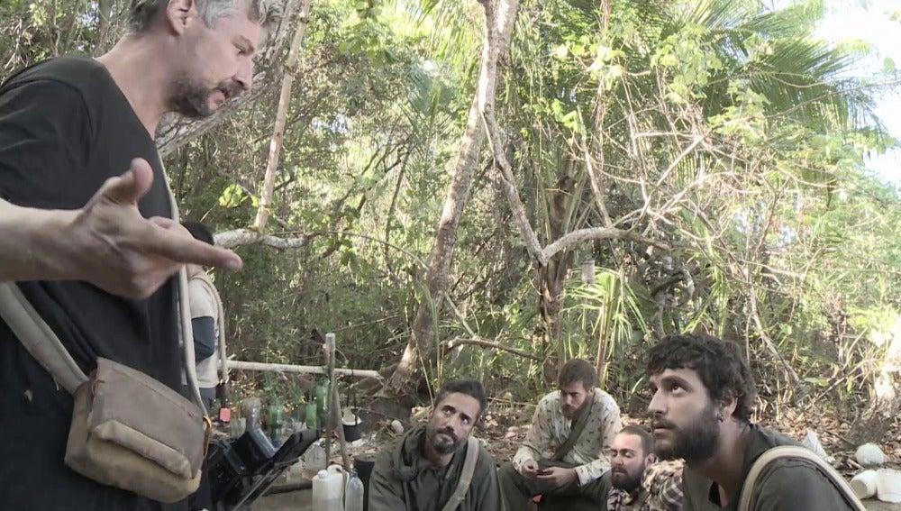 Legi y Santi discuten en La Isla