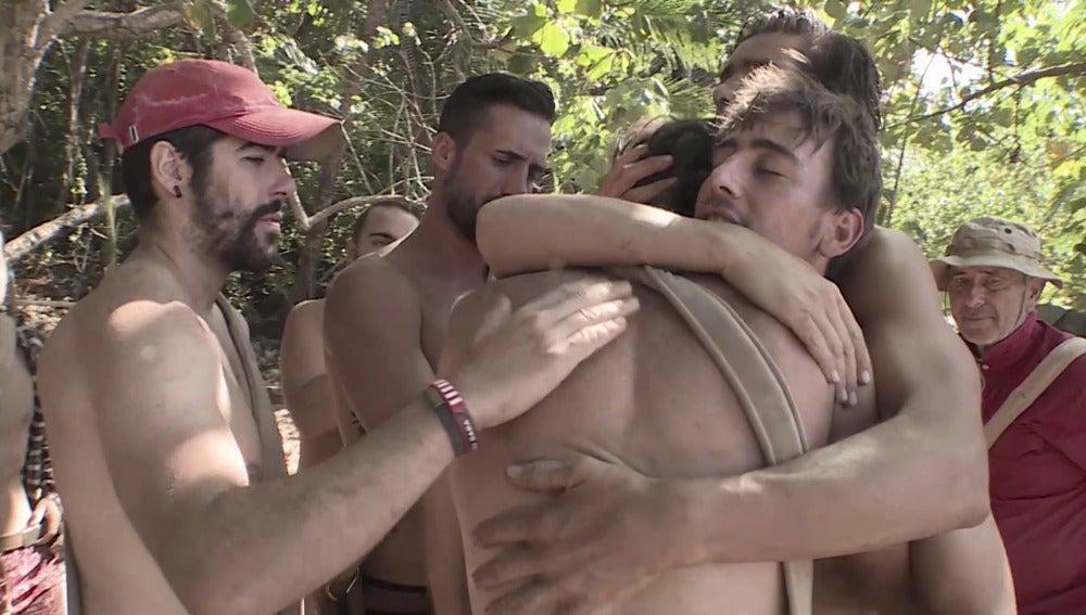 Los aventureros se despiden de Chus en La Isla
