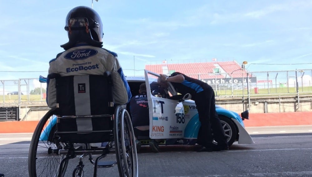 Billy Monger vuelve a subirse a un coche