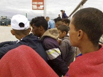 Rescatadas 56 personas de una embarcación en Barbate