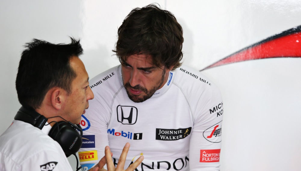 Fernando Alonso, con el jefe de Honda