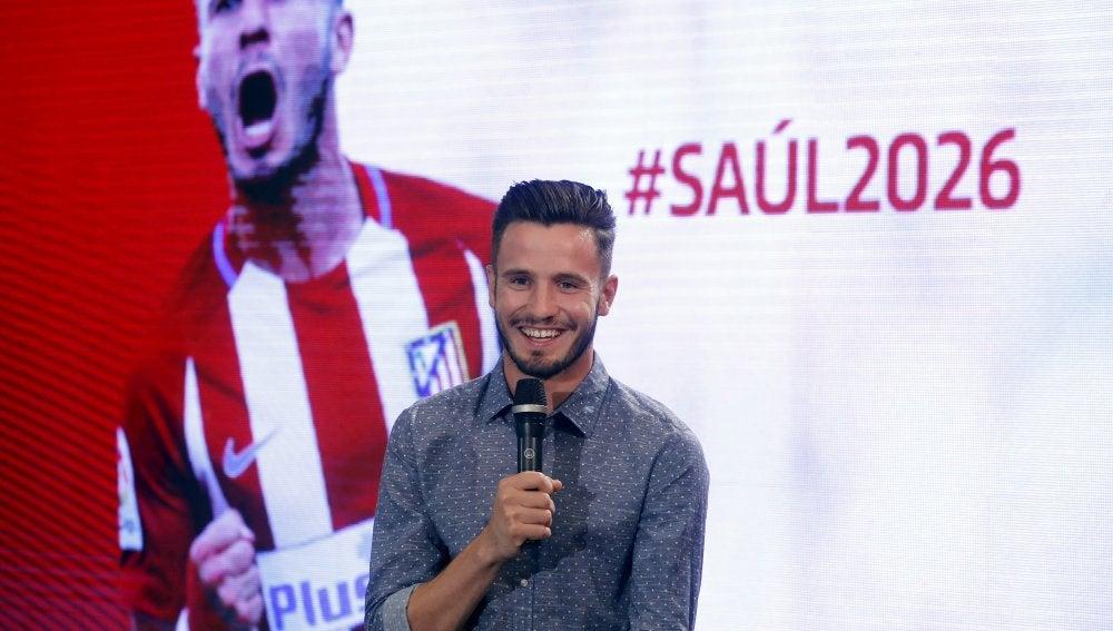 Saúl, en su acto de renovación con el Atlético de Madrid