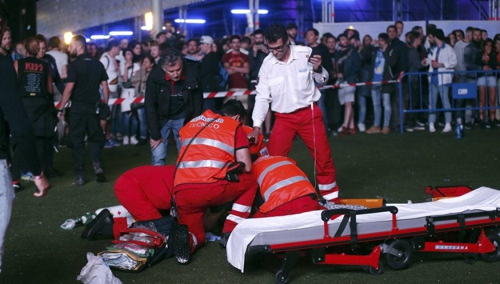 Servicios de Emergencia intentan reanimar al acróbata tras caer al suelo