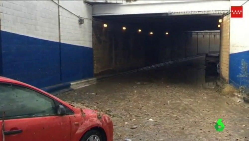 Muere un hombre ahogado tras quedar atrapado con su coche en un paso inferior de Coslada, en Madrid