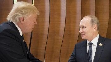 El presidente estadounidense, Donald J. Trump, y el presidente ruso, Vladímir Putin, en la cumbre de líderes de estado y gobierno del G20