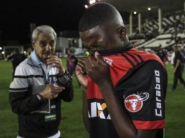 Vinicius Jr se cubre por los gases lacrimógenos