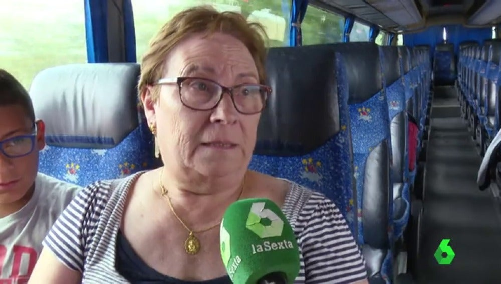 Señora en un autobús