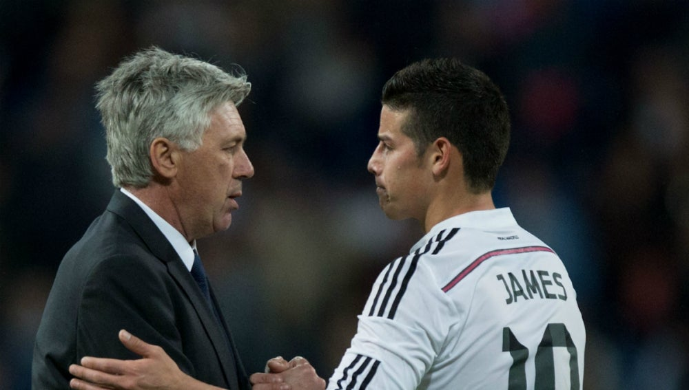 Ancelotti saluda a James