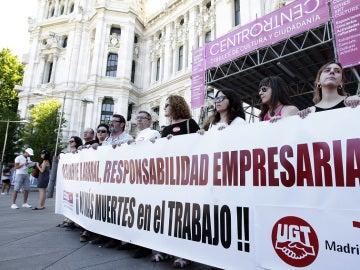 Concentración de los sindicatos por el fallecimiento del acróbata Pedro Aunión en el festival Mad Cool