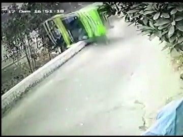 Un accidente de autobús en la capital de Perú deja al menos nueve muertos, entre ellos siete niños