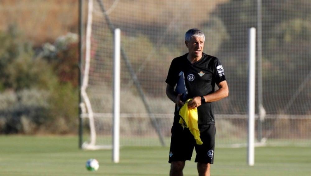 Quique Setién, en el entrenamiento del Betis
