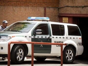 Un vehículo de la Guardia Civil traslada a Villar de su domicilio a la RFEF