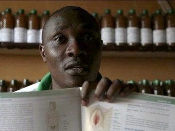Simba Kakongi Ali, un gurú kunyaza, en Ruanda