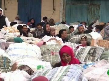 Las porteadoras del paso fronterizo de Ceuta denuncian que son maltratadas por la Guardia Civil