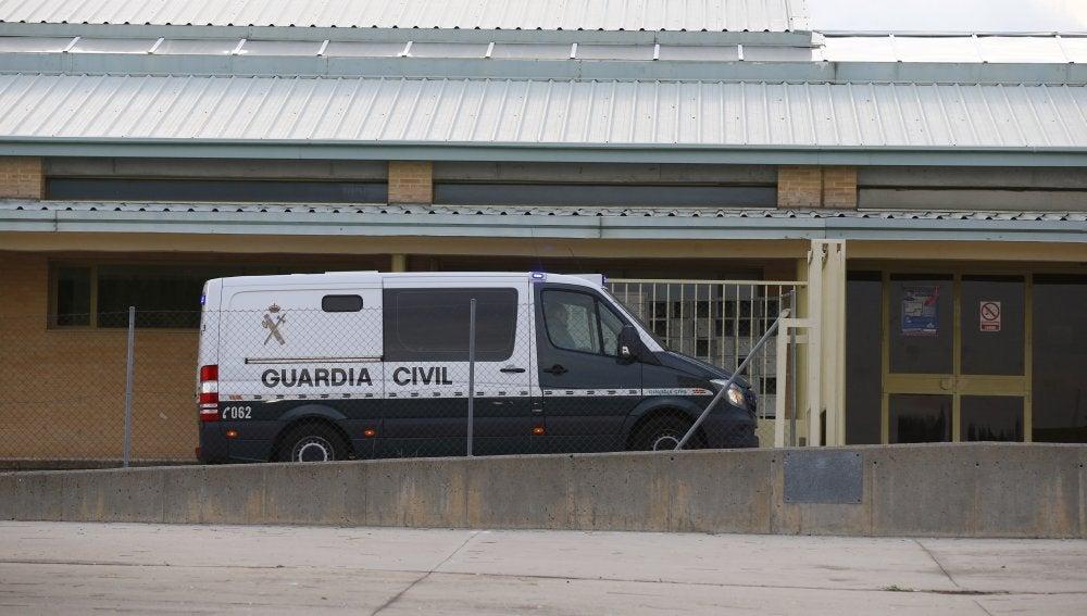 Un vehículo de la Guardia Civil traslada a Ángel María Villar a la prisión de Soto del Real