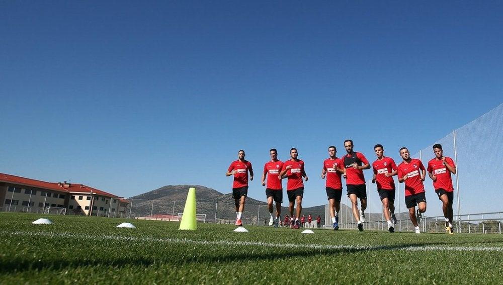 Varios jugadores del Atlético, durante un entrenamiento