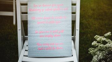 La imagen del mensaje que ocupó la silla del hijo fallecido de la novia