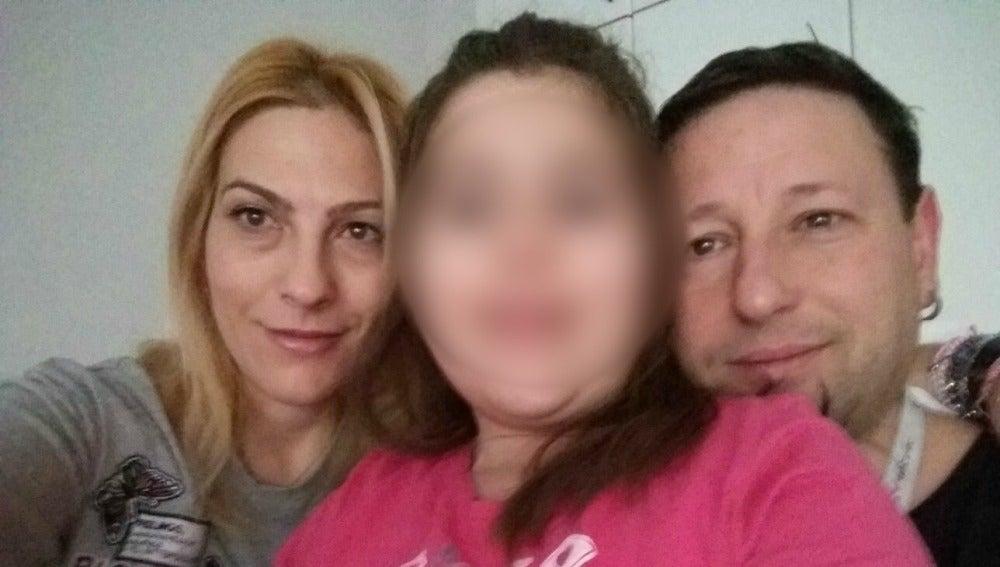 Lucía junto a sus padres