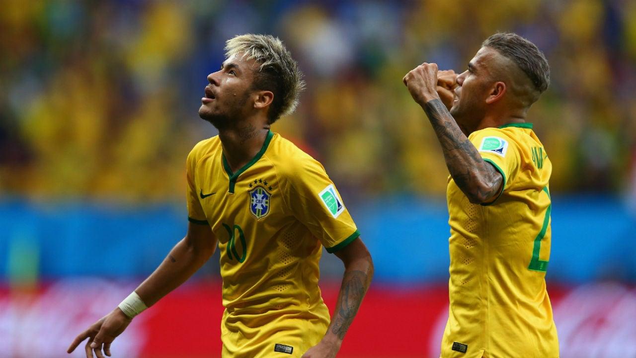Neymar, con Dani Alves