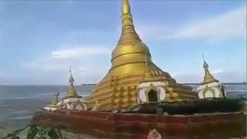El santuario budista se hunde ante la sorpresa de los allí presentes