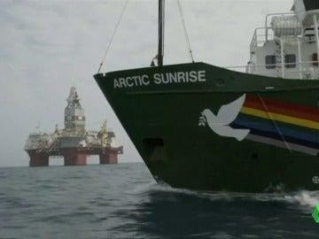 El buque de Greenpeace en las aguas del Ártico