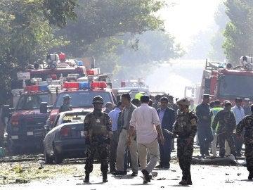 La policía y los bomberos trabajan tras los atentados