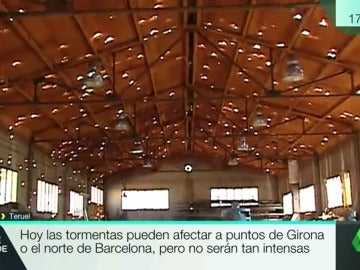 El tejado de la fábrica de Teruel destrozado por la granizada
