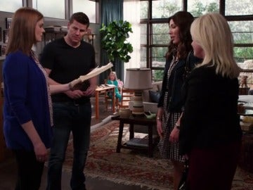 El 'espíritu' de Sweets sorprende el día de su cumpleaños con un emotivo regalo a Booth y Brennan