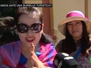 Gastan y se quedan más: el turista chino, clave para pinchar una incipiente burbuja en el turismo