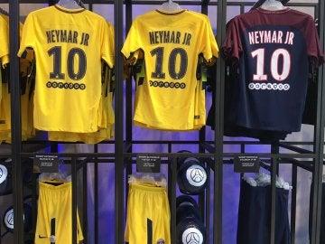 Camisetas de Neymar en la tienda del PSG