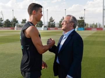 Cristiano saludando a Florentino Pérez