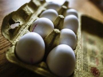 Vista de huevos en su caja en Dresde (Alemania)