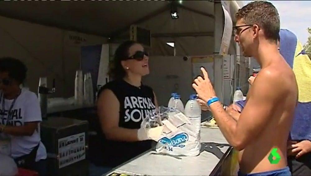 Una iniciativa recoge firmas para que el agua sea gratis en los festivales de música