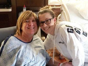 Kelley junto a su madre Tracey