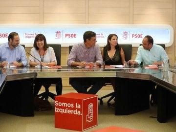 Pedro Sánchez junto a Cristina Narbona, José Luis Ábalos. Adriana Lastra y Alfonso Rodríguez Gómez de Celis