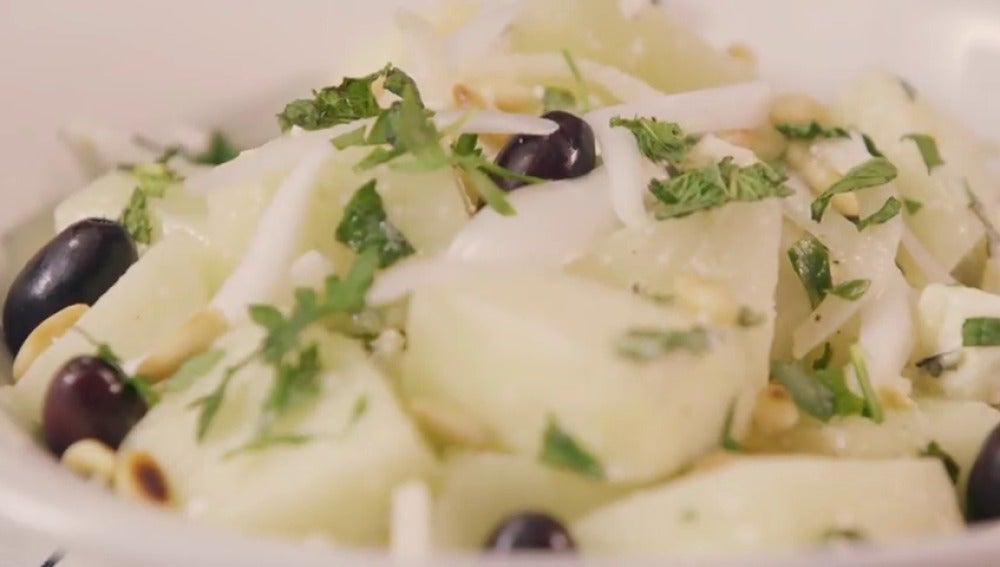 Ensalada de melón con piñones y queso feta