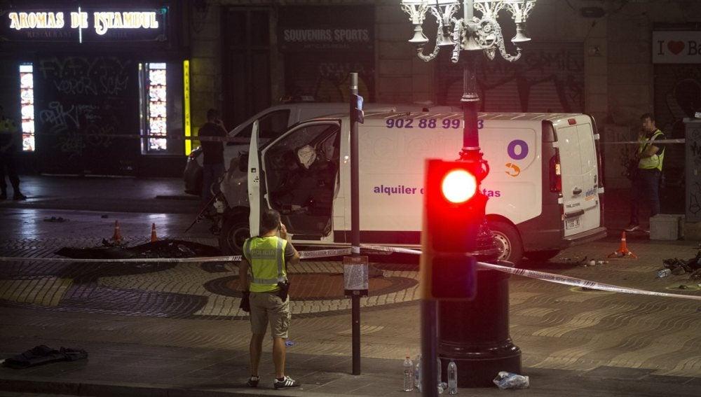 Furgoneta con la que se ha perpetrado el atentado de Barcelona