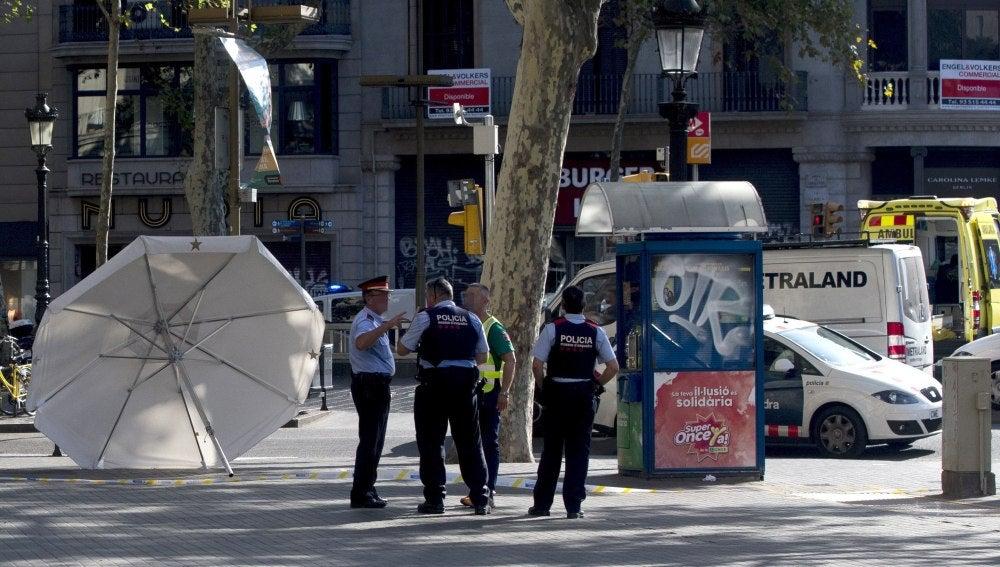 El atentado masivo en Barcelona replica el 'modus operandi' de los ataques de Niza, Berlín o Estocolmo