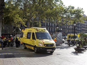 Ambulancias en las inmediaciones del atropello de Barcelona