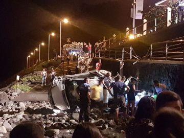 Muere una mujer al caer con su vehículo a una playa de Tenerife