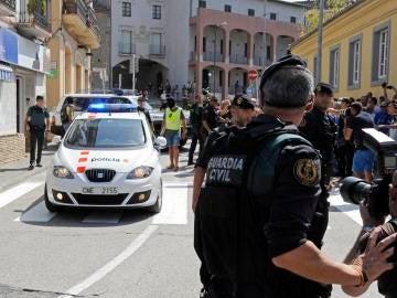 Guardia Civil y Mossos d'Esquadra en Ripoll, en Girona