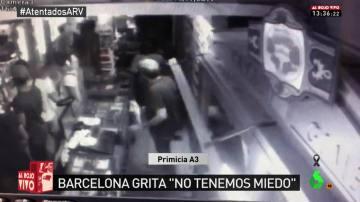 La cámara de seguridad de un estanco recoge los momentos posteriores al atentado