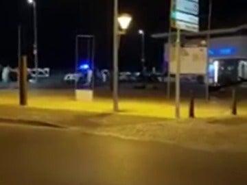 """Testigos graban a los terroristas abatidos en el tiroteo de Cambrils: """"¡Llevaban explosivos!"""""""