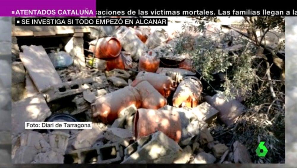 Bombonas de butano entre los escombros de la casa de Alcanar