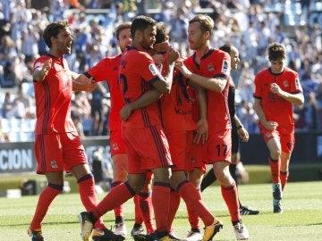 Los jugadores de la Real Sociedad celebran el gol de Juanmi contra el Celta